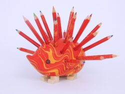 ježek malý 9960M dřevěný s pastelkami červený MAGIC